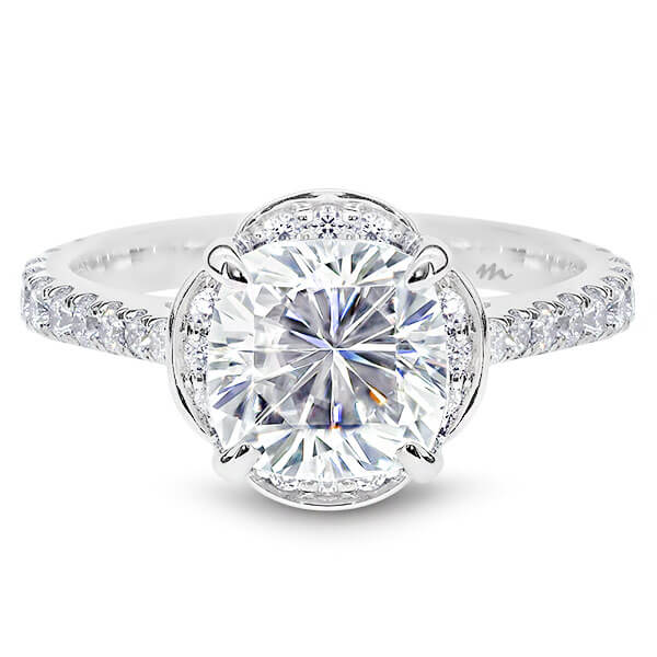 Fleur Vintage Moissanite Petal Halo Tapered Band